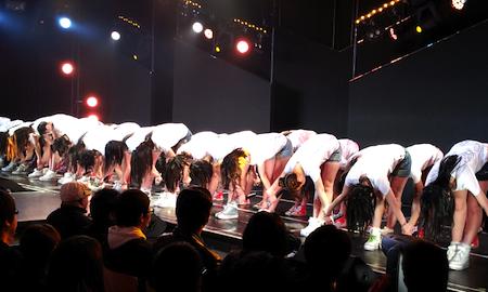 HKT劇場1周年記念公演 最後は全員で挨拶