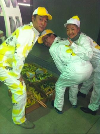 戸賀崎さんとしのぶさんがサプライズでバナナを配りました3