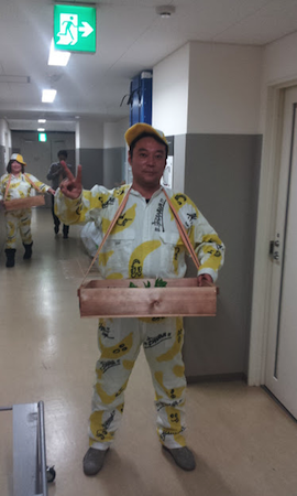 戸賀崎さんとしのぶさんがサプライズでバナナを配りました1