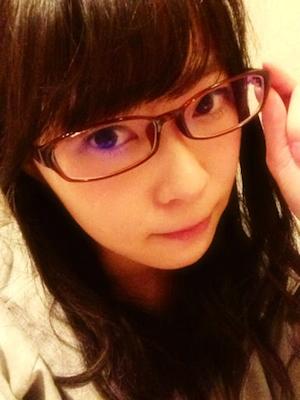 瞳に優しい生活を心がける。 しばらくメガネやなあ。指原莉乃